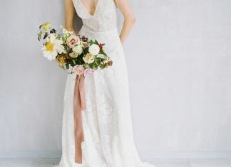 Chic wedding dress with bridal bouquet