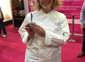 Suzanne Thorp and her Top Ten Cake Artists of the year award