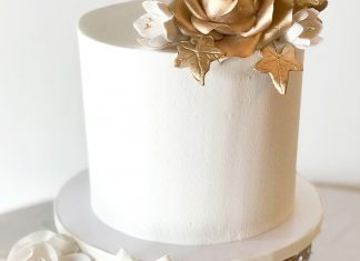 A classic buttercream layered cake iced in buttercream then finished off with gold metallic sugar paste florals. The best cakes in Daytona Beach, Florida.