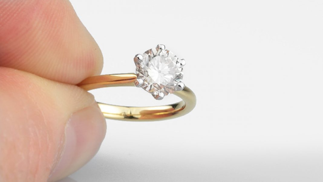 How Big is a 1 Carat Diamond Ring? The Size of 1 Carat Diamond Rings