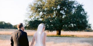 Texas Hill Country Wedding At The Bride's Family Home ⋆ Ruffled