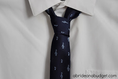 Wearable Groomsman Gifts are such a great idea, especially if you choose items that can be worn after your wedding. Get the best ideas here.